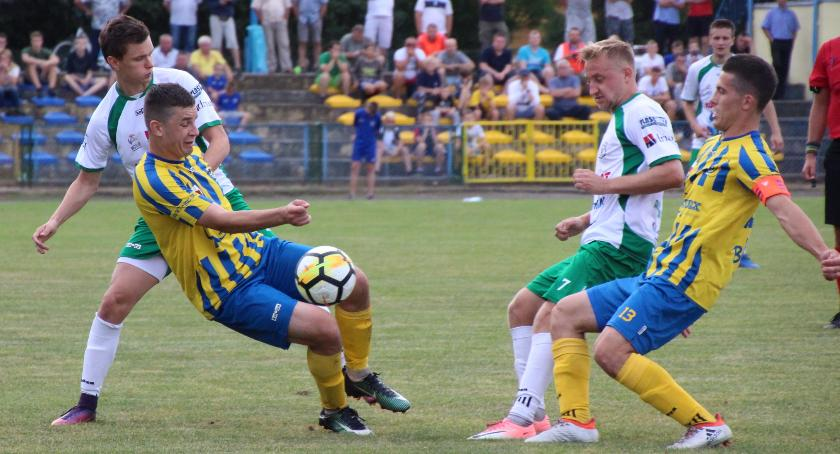 Piłka Nożna, minimalnie słabszy Sokoła - zdjęcie, fotografia