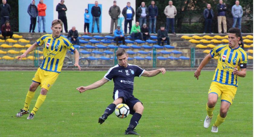 Piłka Nożna, zmiażdżony przez Victorię Sulejówek - zdjęcie, fotografia