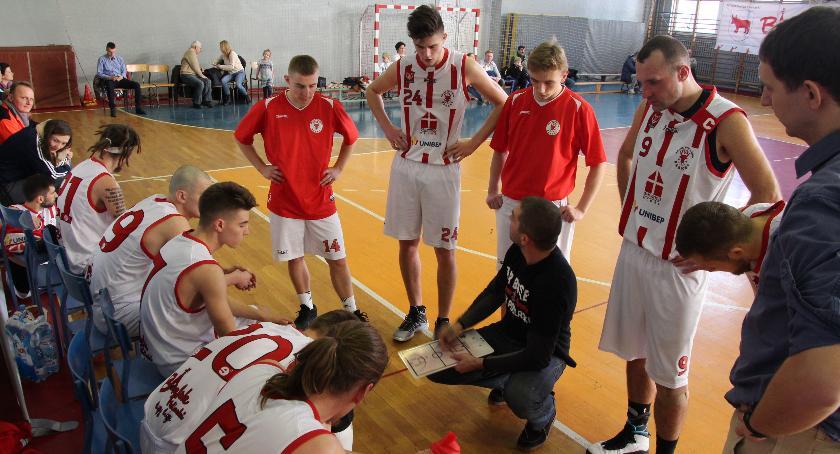 Koszykówka , przegrywa pierwszy - zdjęcie, fotografia